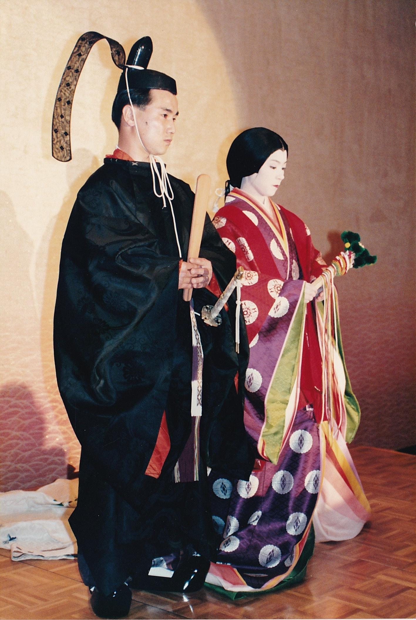 衣冠束帯と十二単衣で結婚披露宴