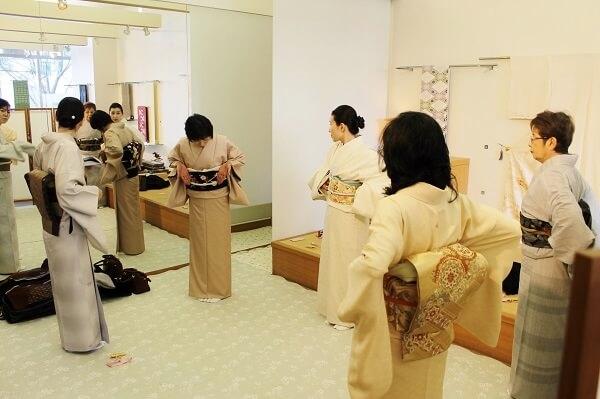 きつけ わのくに 熊本市中央区 上通り 着付け教室 講座 前結び 後結び 変わり結び 補正 袴 着せつけ お茶の作法 立ち居振る舞い レッスン